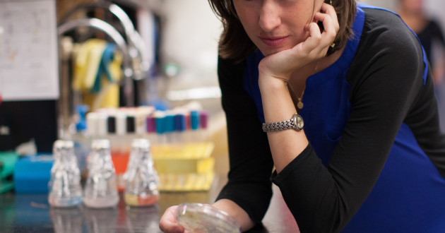Kristen Becklund studies antibiotic-producing bacteria from tropical forest soils at the University of Minnesota. Her research was conducted in part in the Kinkel lab, which studies the role Streptomyces play in the structure and function of experimental grasslands and the use of pathogen-suppressive Streptomyces in the biological control of crop diseases in agriculture. Photo credit: Jonathan Pavlica.